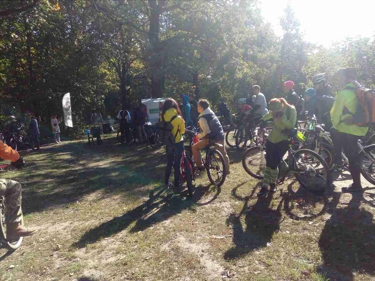 Драйвова субота: у Дендропарку полтавці на велосипедах розгадують квест з кашею та глінтвейном, фото-1