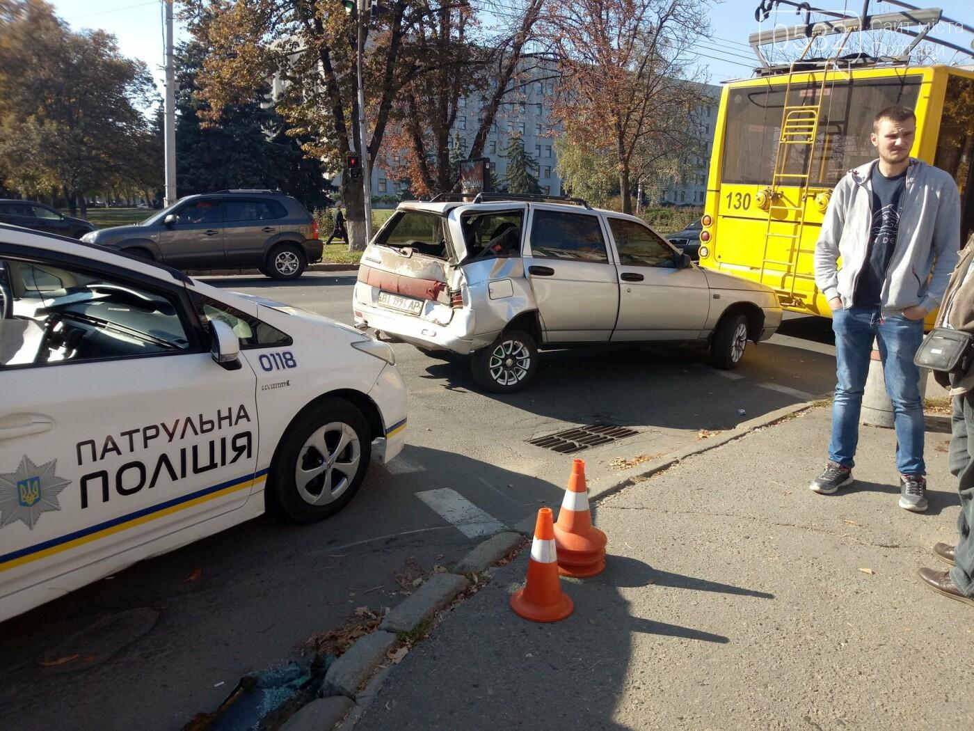 У Полтаві сталася ДТП з тролейбусом, є постраждалі (ФОТО, ВІДЕО), фото-1