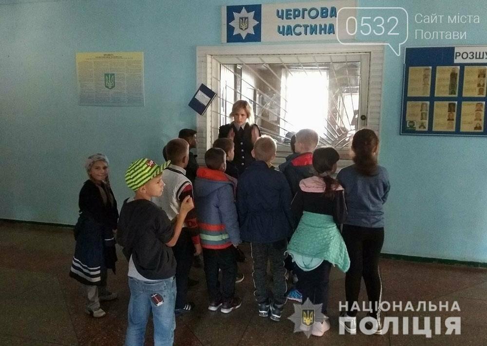 Поліцейські проводять екскурсії для школярів відділами поліції, фото-4