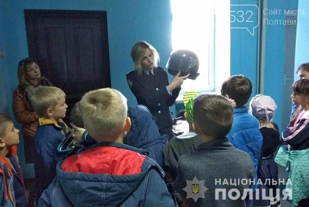 Поліцейські проводять екскурсії для школярів відділами поліції, фото-2