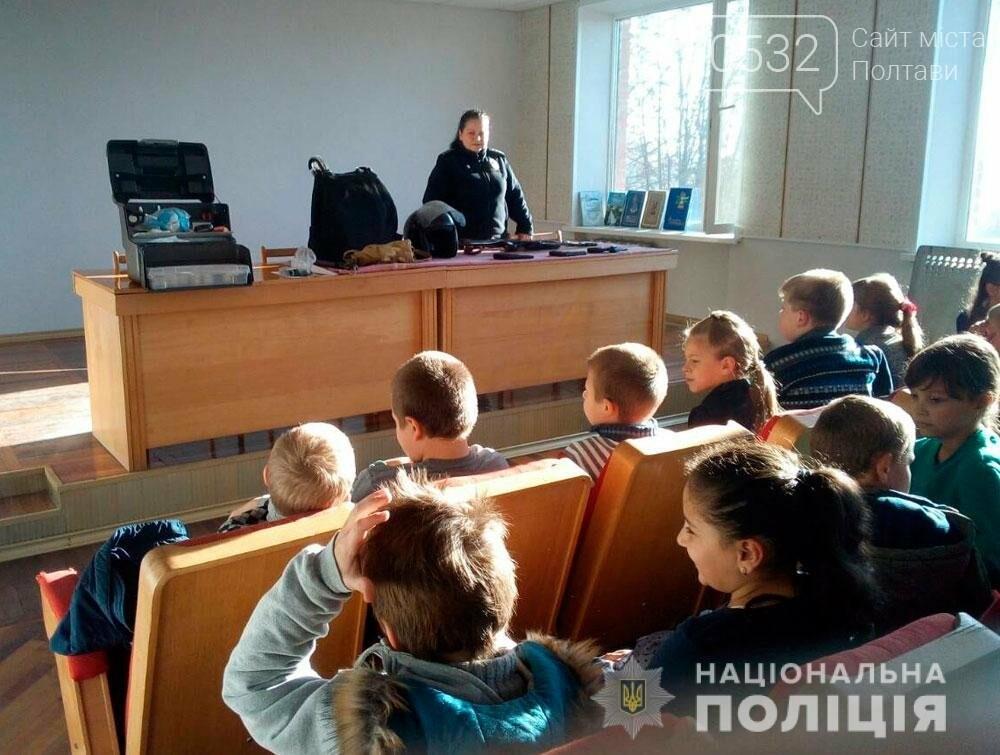 Поліцейські проводять екскурсії для школярів відділами поліції, фото-5