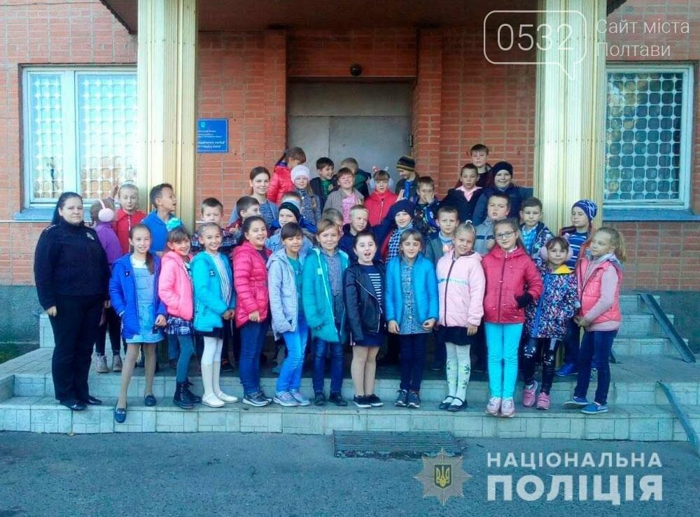 Поліцейські проводять екскурсії для школярів відділами поліції, фото-7
