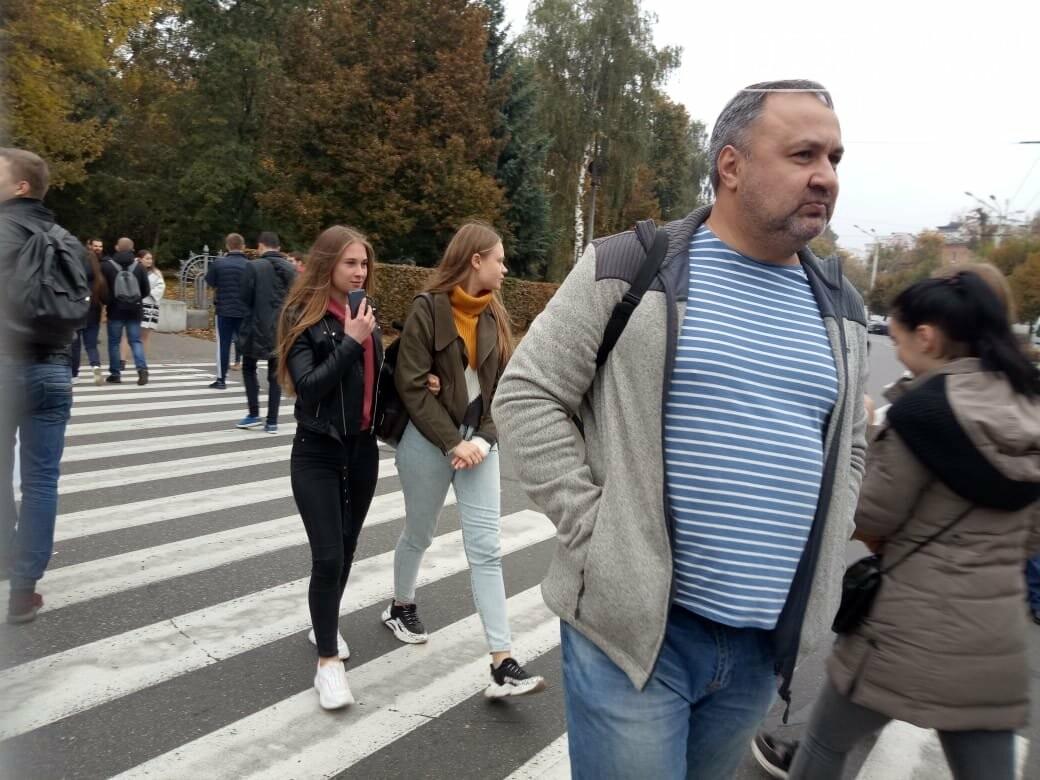 """У Полтаві ображені підприємці перекрили рух транспорту """"на кругу"""" (ВІДЕО), фото-1"""