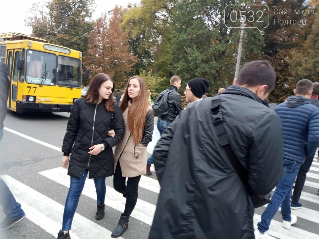 """У Полтаві ображені підприємці перекрили рух транспорту """"на кругу"""" (ВІДЕО), фото-3"""