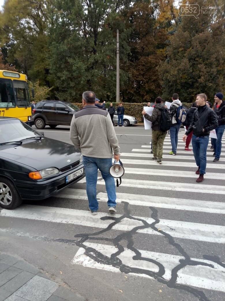 """У Полтаві ображені підприємці перекрили рух транспорту """"на кругу"""" (ВІДЕО), фото-5"""