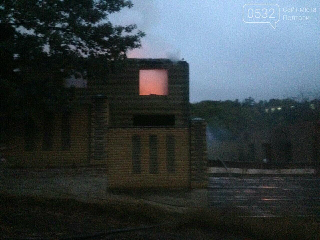 У Полтаві горів будинок на Тобілевича: гасили двадцять пожежників, фото-1