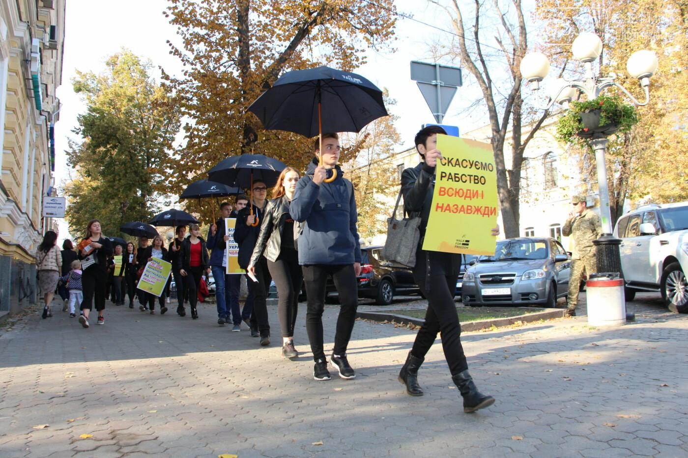 Полтавою пройшли мовчазні люди із чорними парасолями (ФОТО, ВІДЕО), фото-4