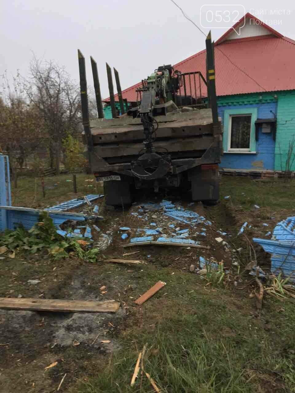 На Полтавщині вантажівка в'їхала у житловий будинок (ФОТО), фото-3