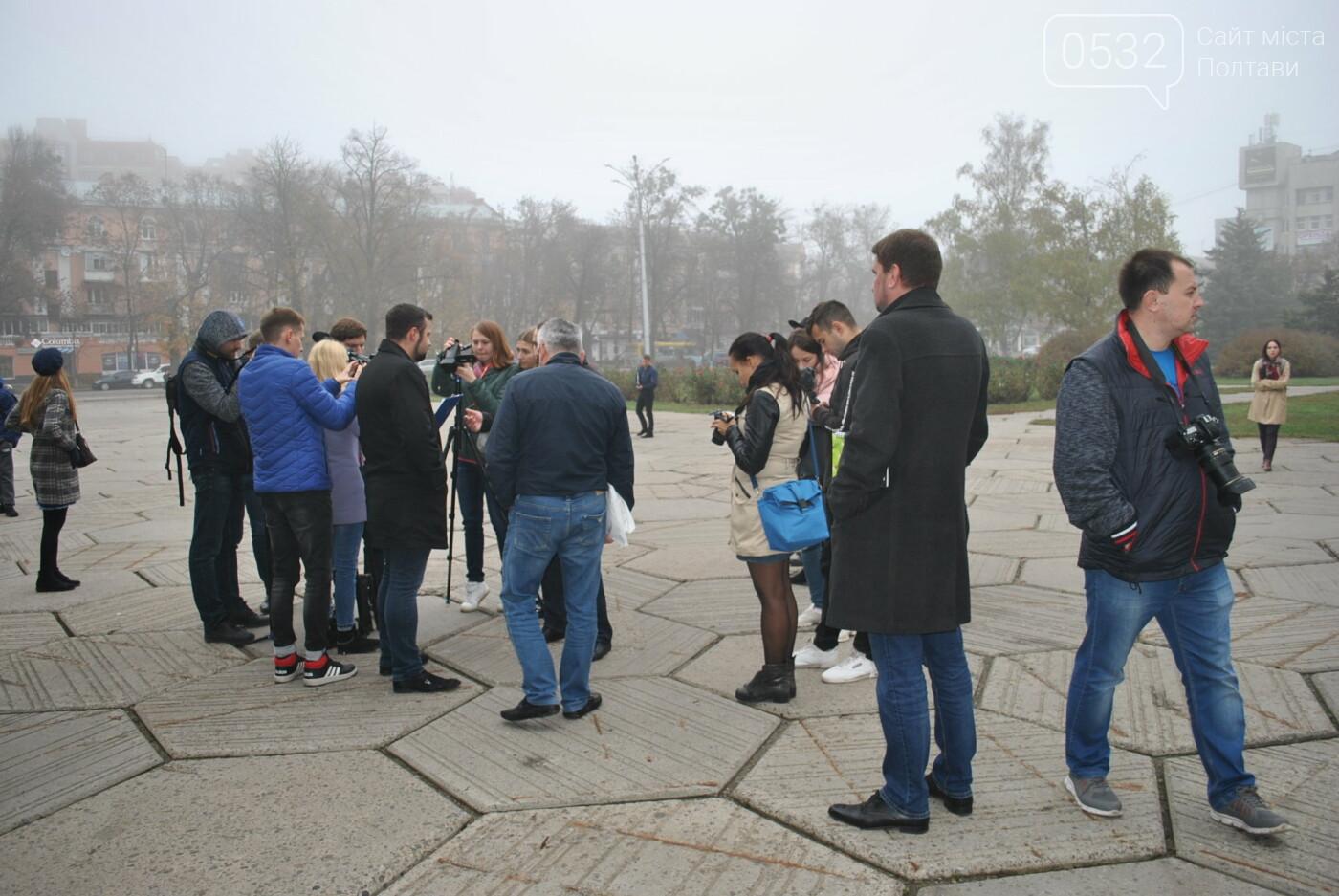 У Полтаві акція «Ні капітуляції!» зібрала більше журналістів, ніж протестувальників (ФОТО), фото-3