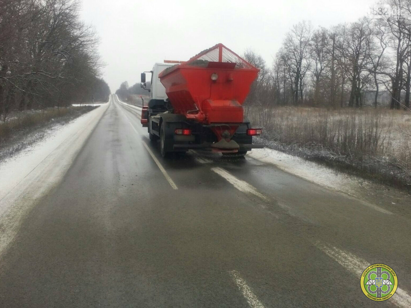 У зв'язку зі снігопадом на Полтавщині почали чистити автодороги , фото-1
