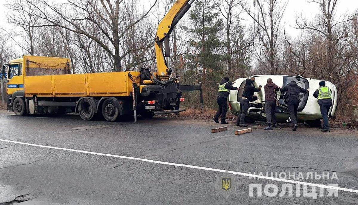 На Полтавщині через ожеледицю кілька автомобілів злетіли із траси у кювет (ФОТО), фото-2
