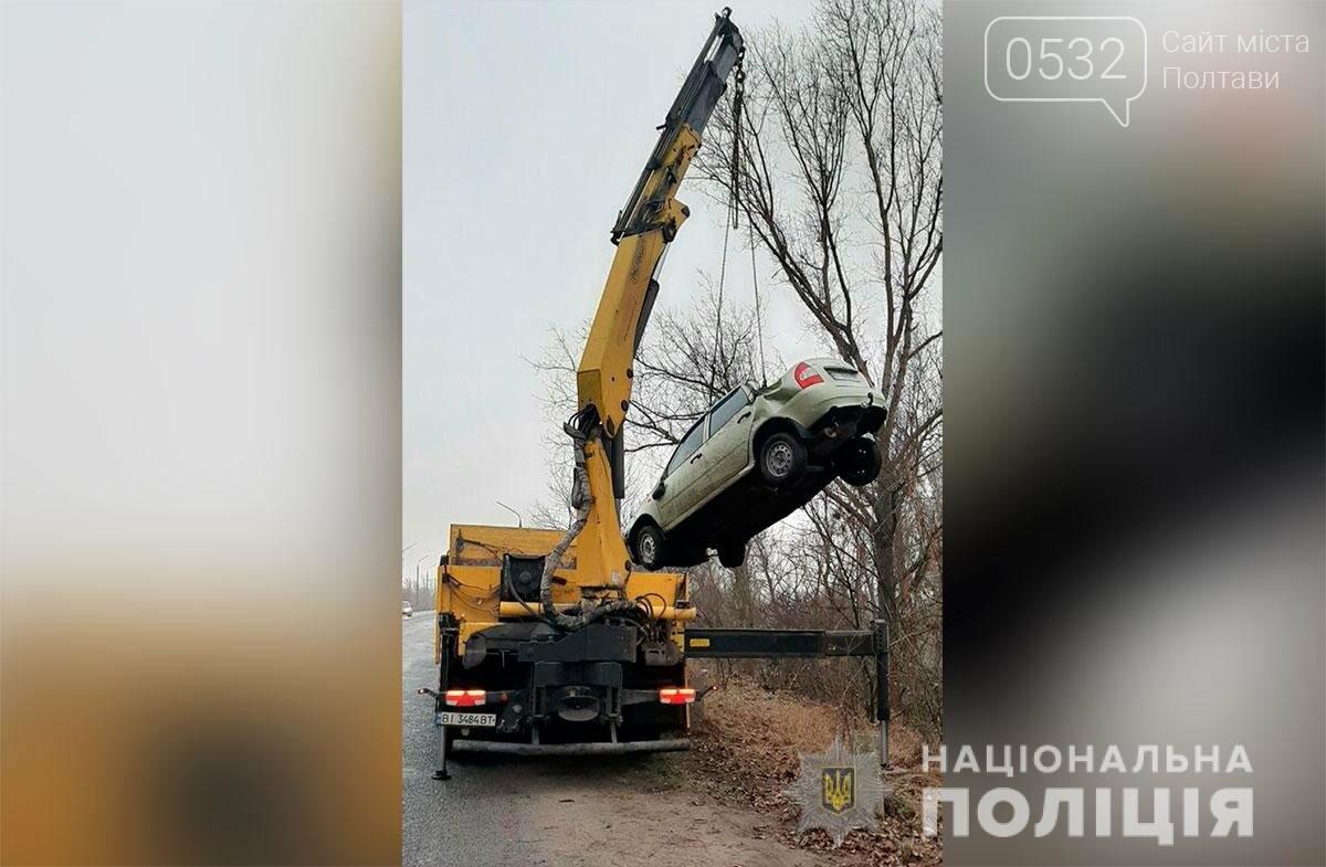 На Полтавщині через ожеледицю кілька автомобілів злетіли із траси у кювет (ФОТО), фото-1