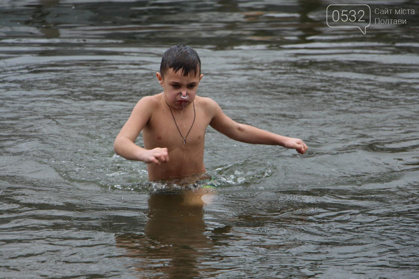 У Полтаві сотні містян на Водохреще прийшли скупатися на першому пляжі (ФОТО), фото-8