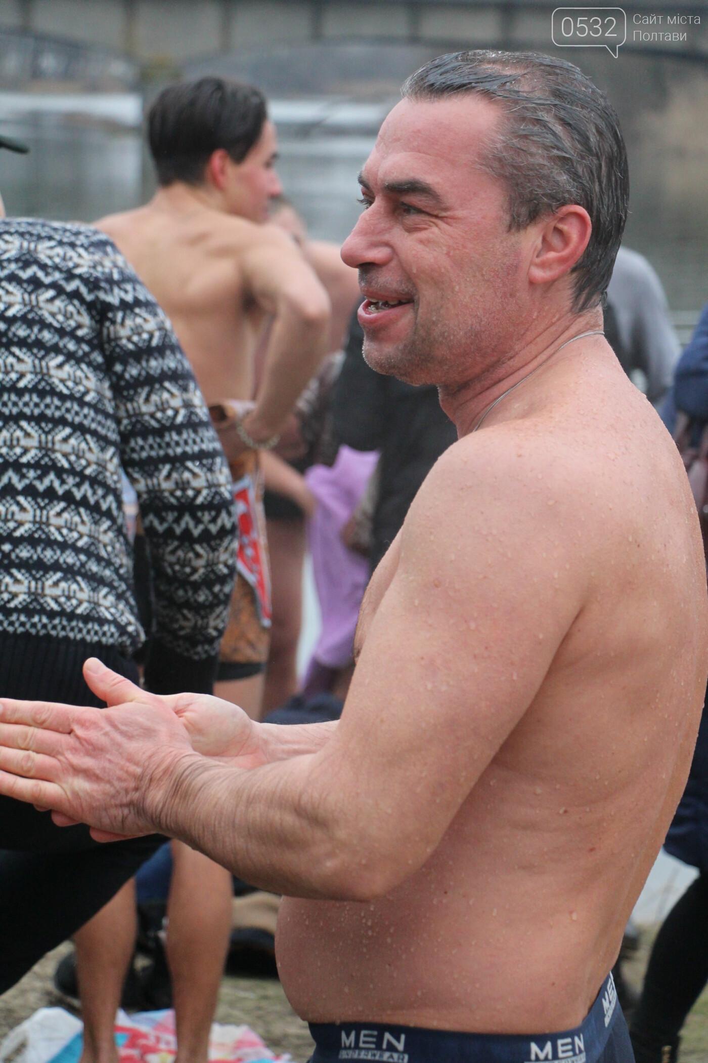 У Полтаві сотні містян на Водохреще прийшли скупатися на першому пляжі (ФОТО), фото-17