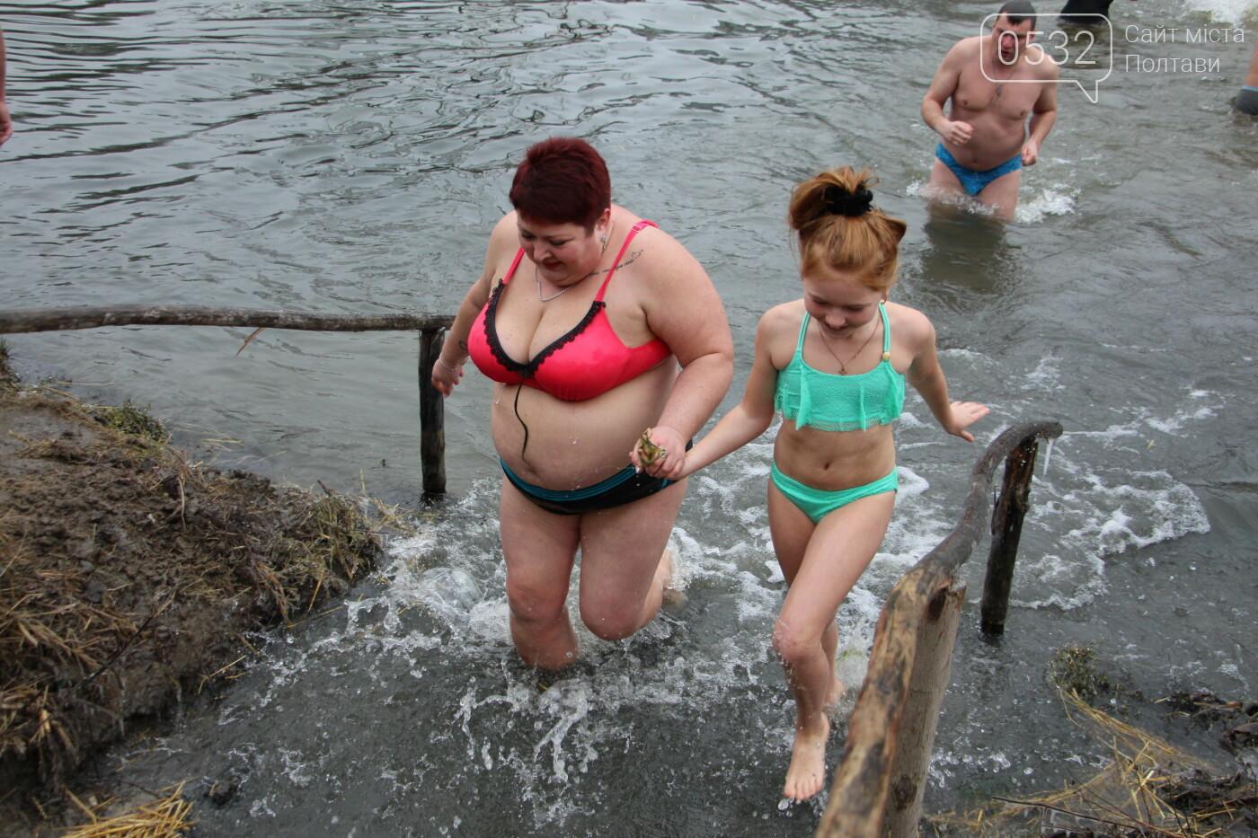 У Полтаві сотні містян на Водохреще прийшли скупатися на першому пляжі (ФОТО), фото-25