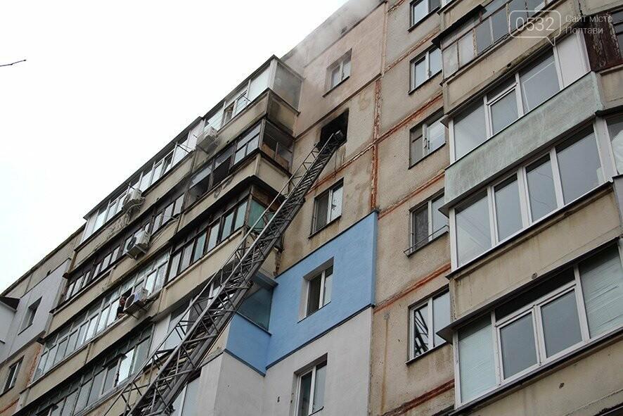 У Полтаві під час гасіння пожежі в квартирі вогнеборці врятували 3 людей (ВІДЕО), фото-1