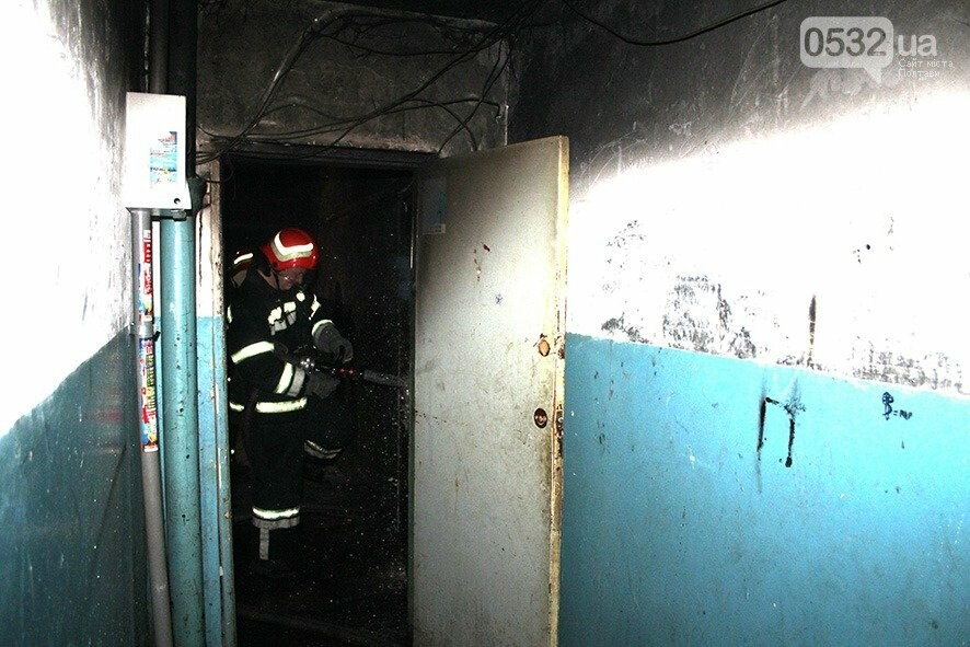 У Полтаві під час гасіння пожежі в квартирі вогнеборці врятували 3 людей (ВІДЕО), фото-2