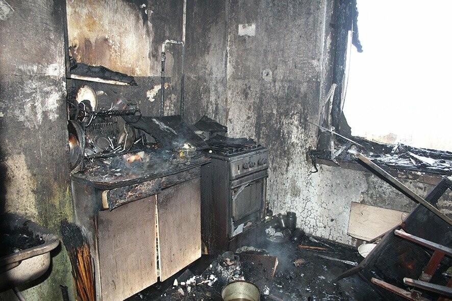 У Полтаві під час гасіння пожежі в квартирі вогнеборці врятували 3 людей (ВІДЕО), фото-3