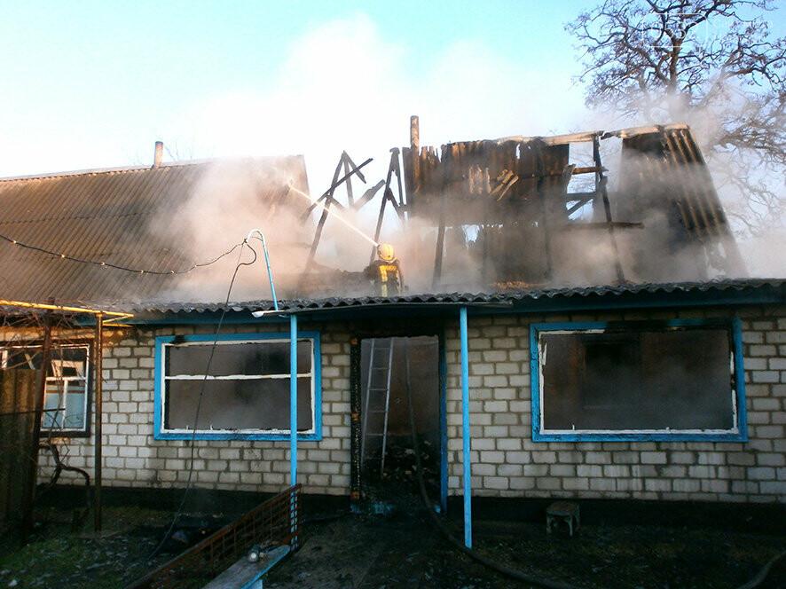 У місті на Полтавщині рятувальники гасили дачу, фото-1