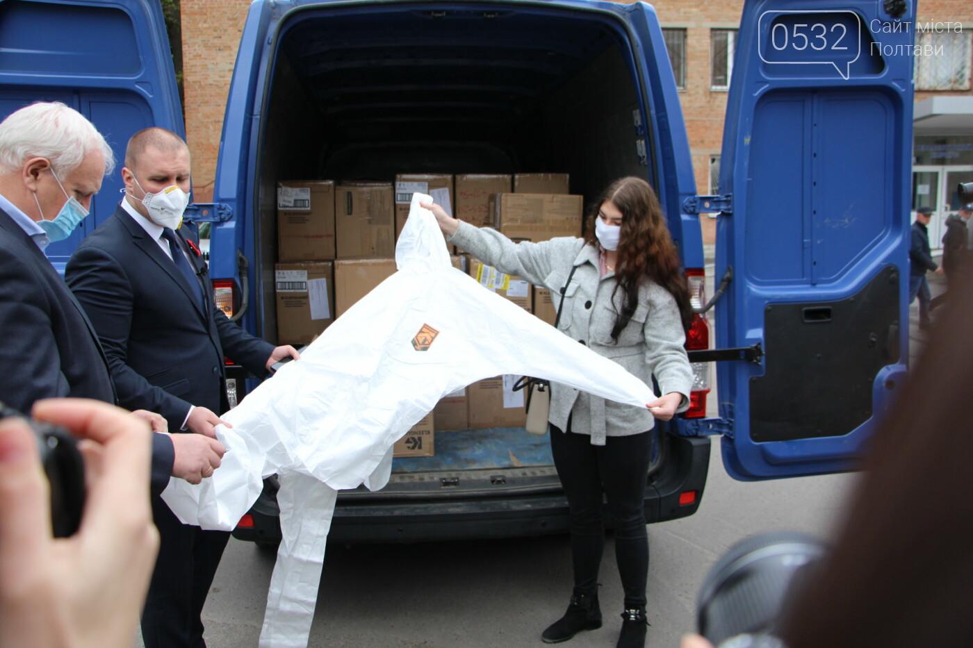 У Полтаві медикам передали тисячі респіраторів та костюмів біозахисту, фото-7