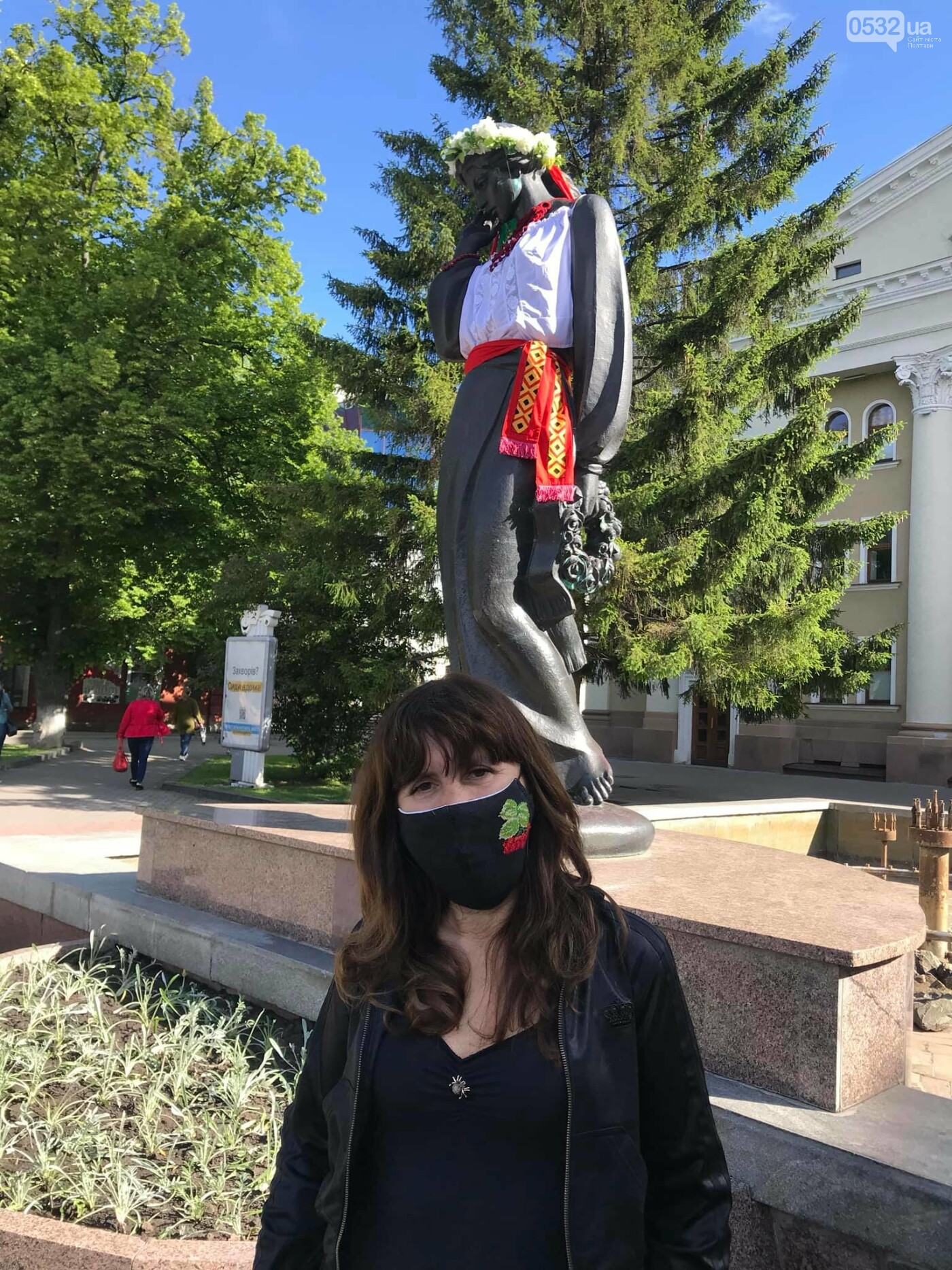 У Полтаві на пам'ятники видатним людям вдягли вишиванки (ФОТО), фото-1
