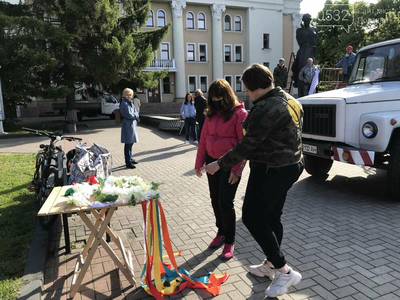 У Полтаві на пам'ятники видатним людям вдягли вишиванки (ФОТО), фото-5