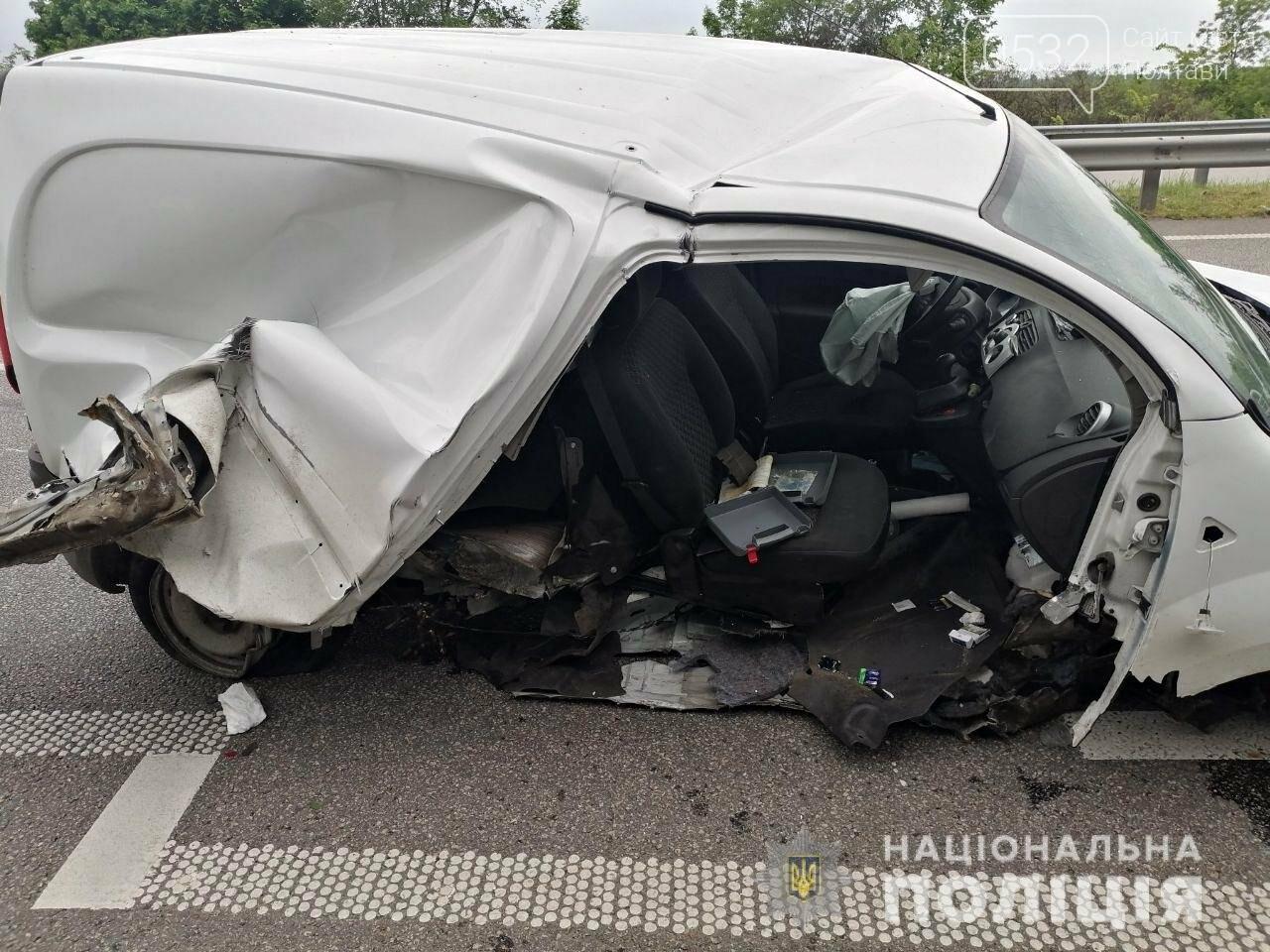 На Полтавщині автомобіль зіткнувся з відбійником: загинув пасажир, фото-1