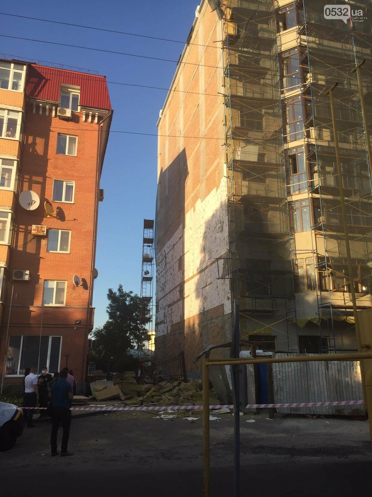 У Полтаві біля будівництва впали риштування із людьми, фото-2