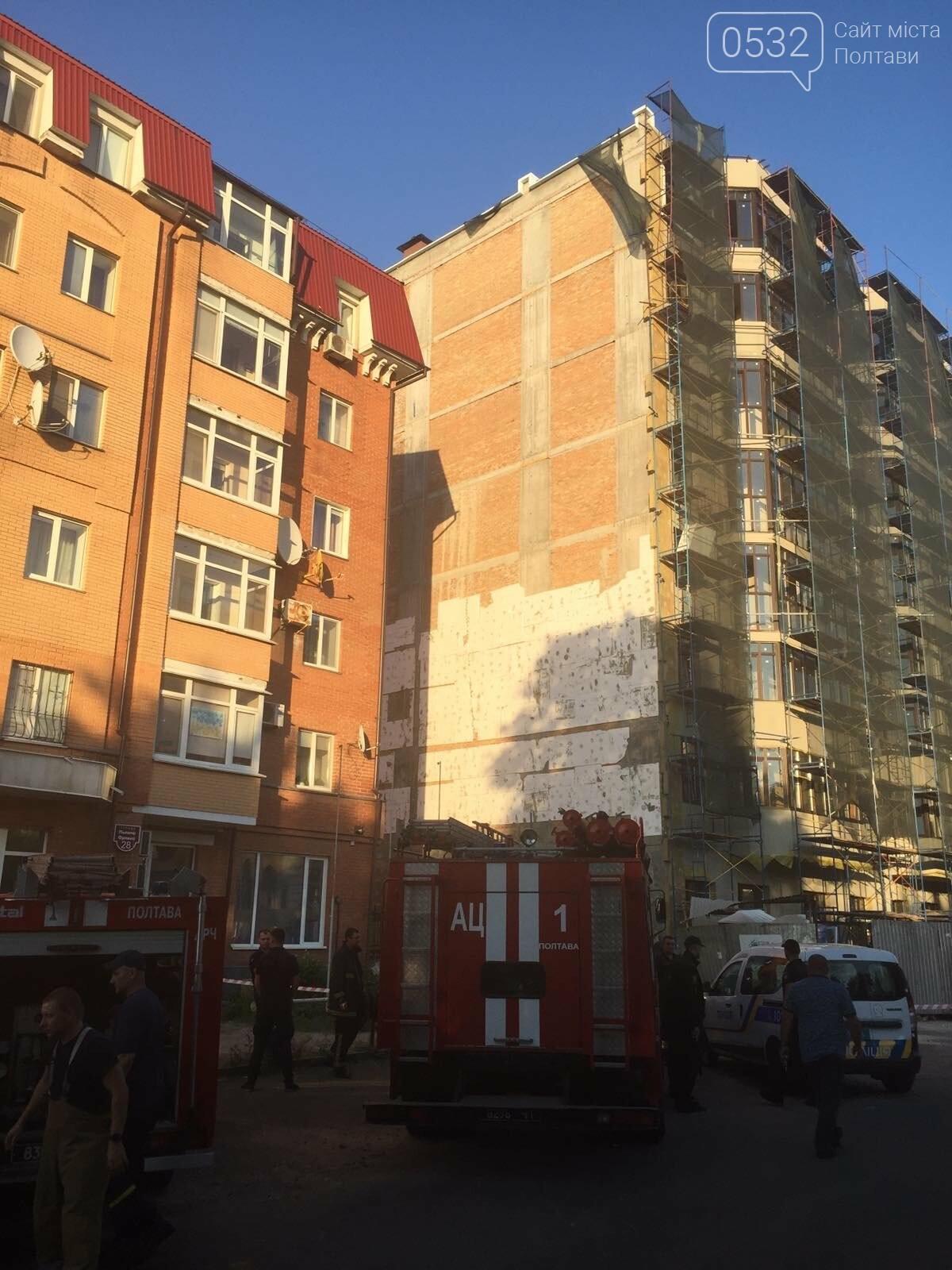 У Полтаві біля будівництва впали риштування із людьми, фото-4