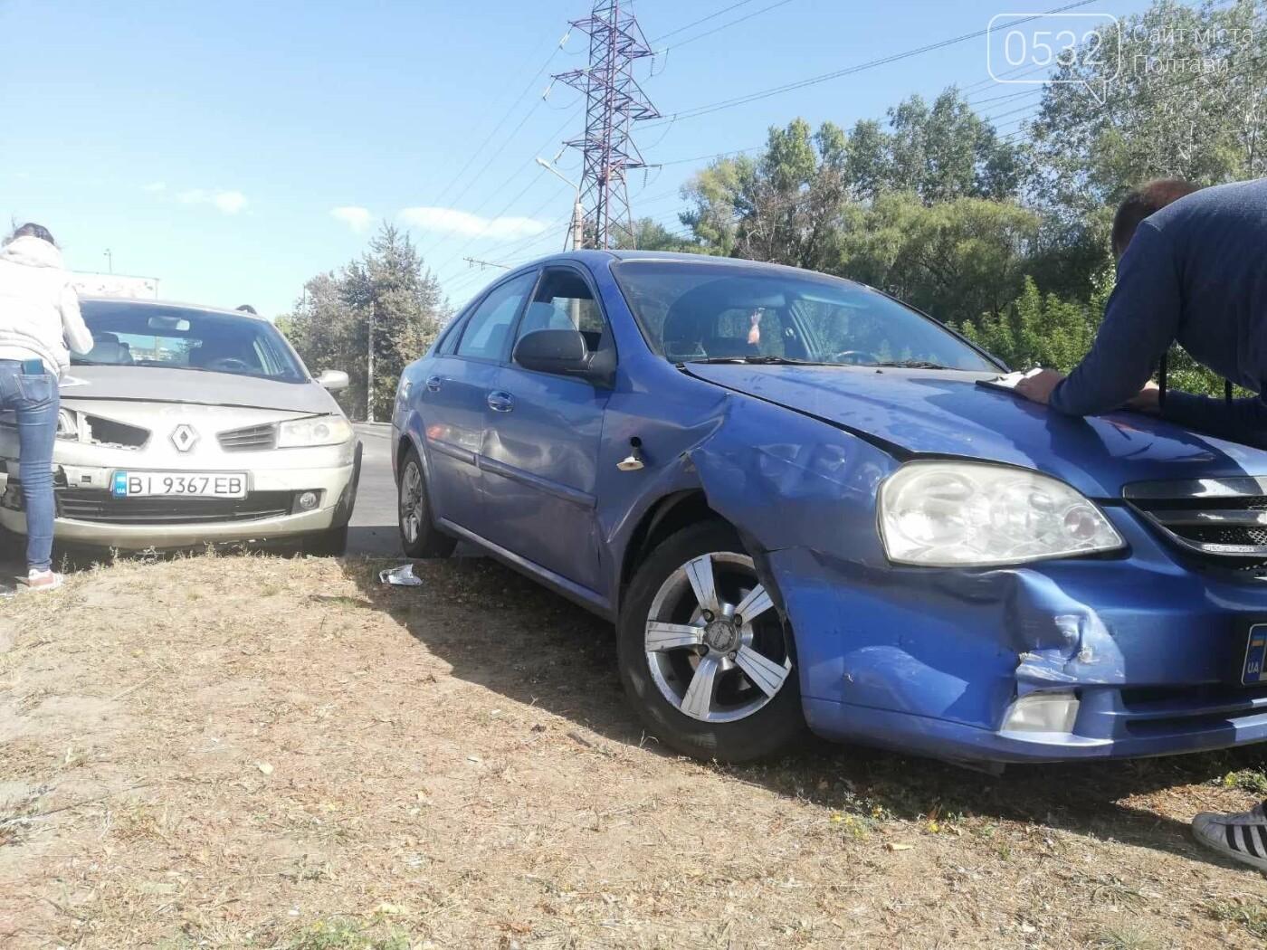 У Полтаві зіткнулися три автівки, фото-1