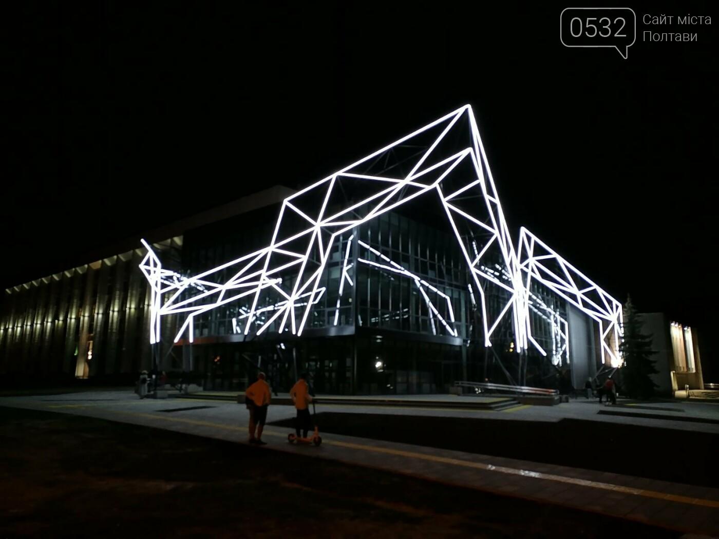 У Полтаві новий ЦНАП на площі біля ОДА став місцем вечірнього «паломництва» (ФОТО), фото-8