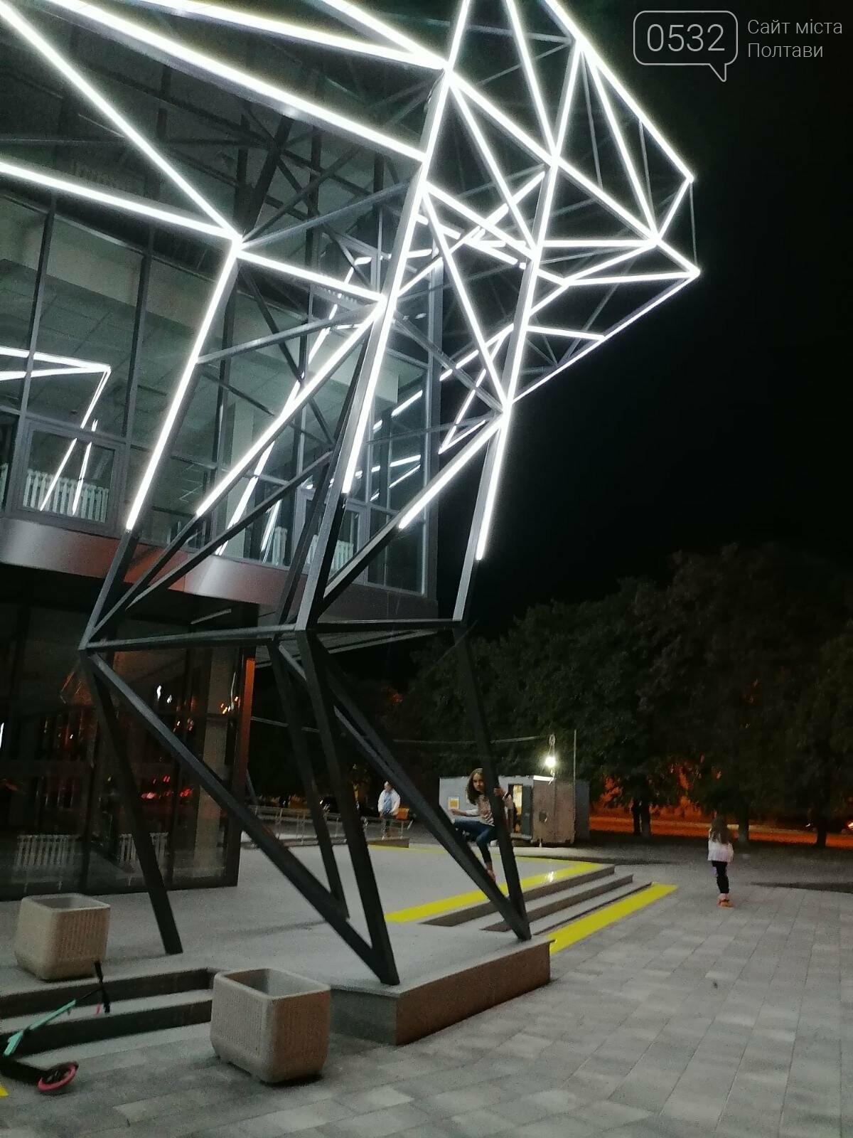 У Полтаві новий ЦНАП на площі біля ОДА став місцем вечірнього «паломництва» (ФОТО), фото-11