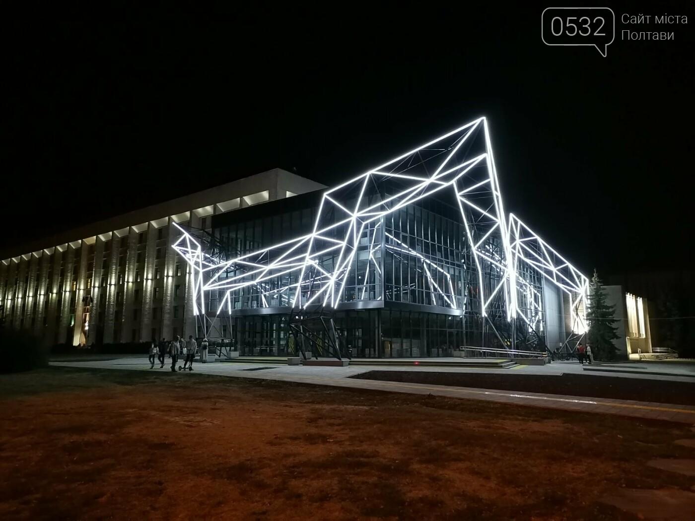 У Полтаві новий ЦНАП на площі біля ОДА став місцем вечірнього «паломництва» (ФОТО), фото-3