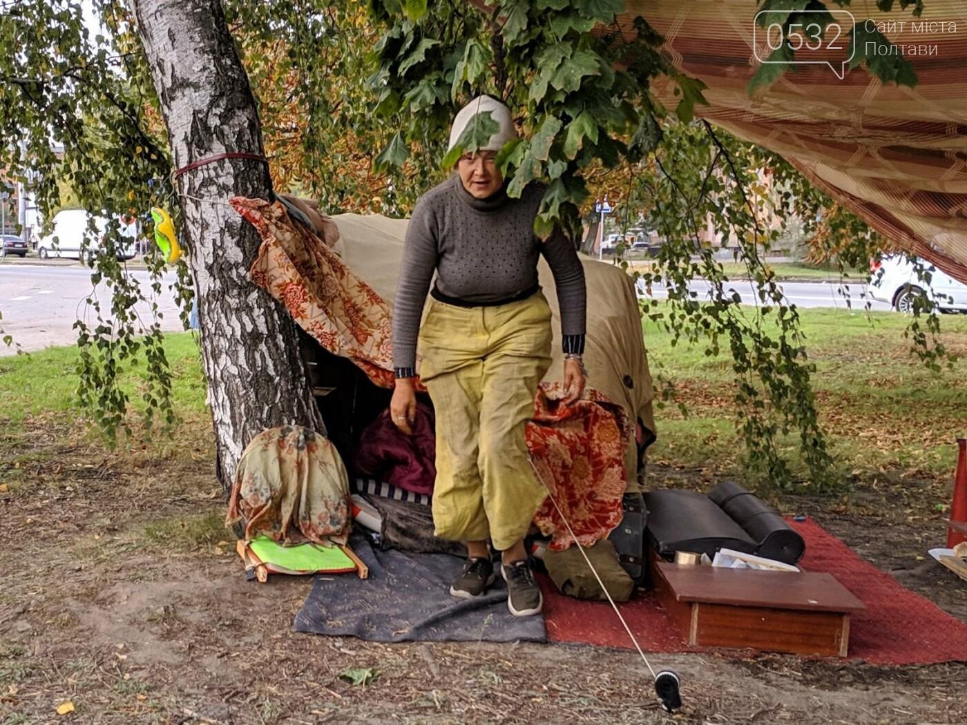 """У Полтаві безпритульна  будує нову """"дачу"""" біля дороги та чекає на квартиру від міської влади (ФОТО, ВІДЕО), фото-1"""