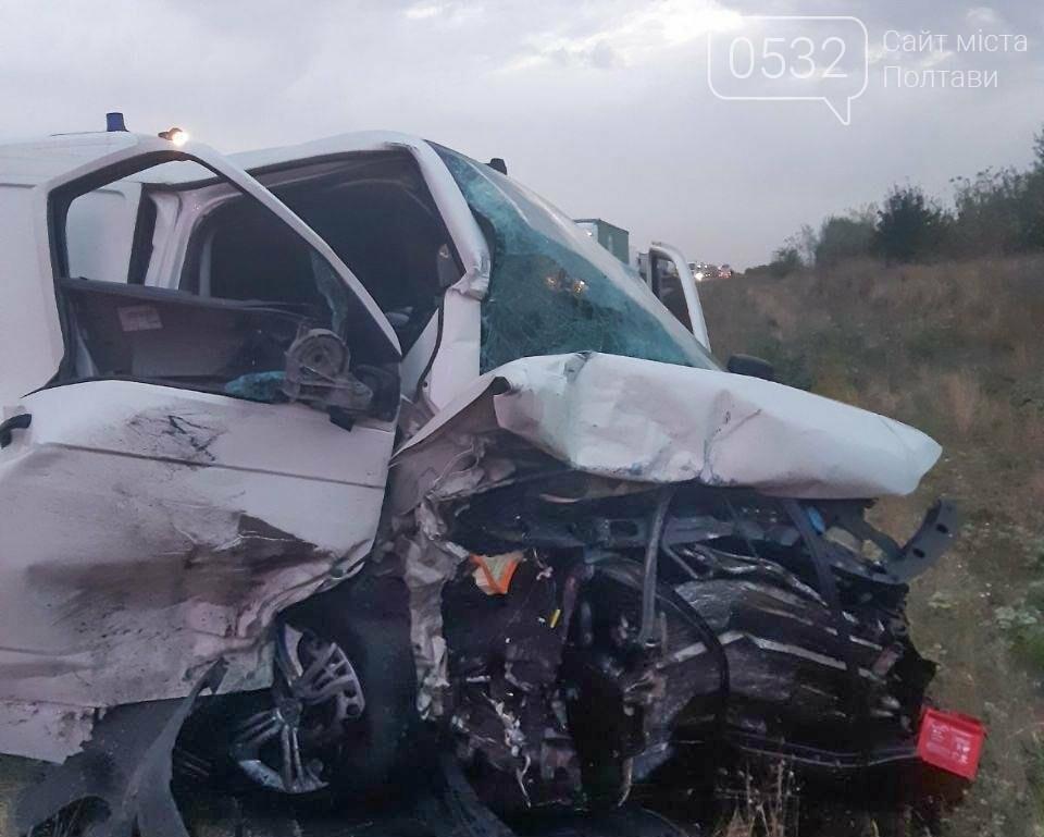 На Полтавщині мікроавтобус вилетів на зустрічну та врізався у «Шкоду»: загинув пасажир легковика (ФОТО, ВІДЕО), фото-1