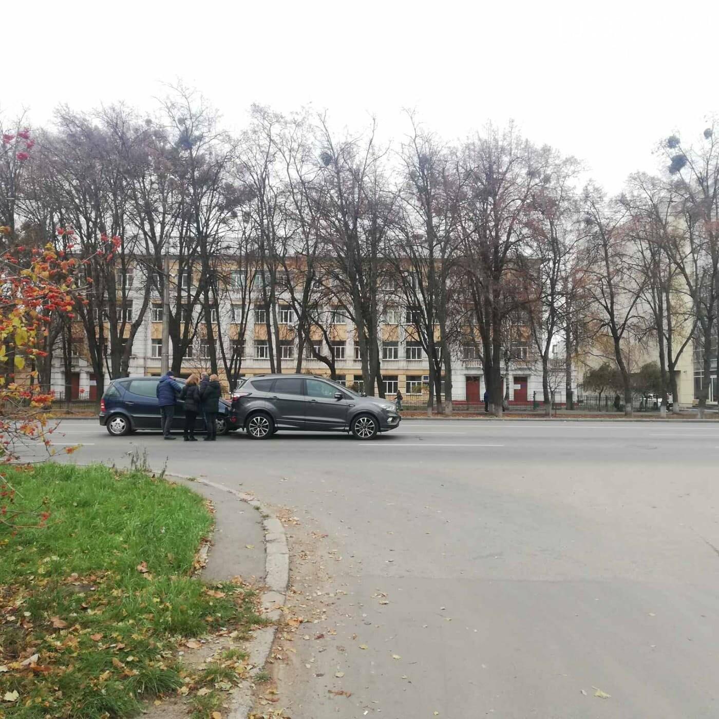 На вулиці Європейській сталося ДТП за участю трьох автівок, фото-2