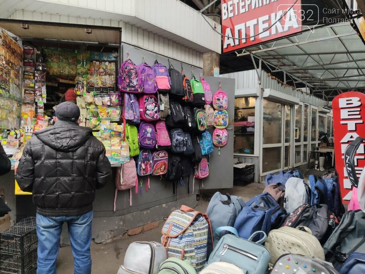 Речовий ринок зачинений, проте одягом усе таки торгують, фото-4