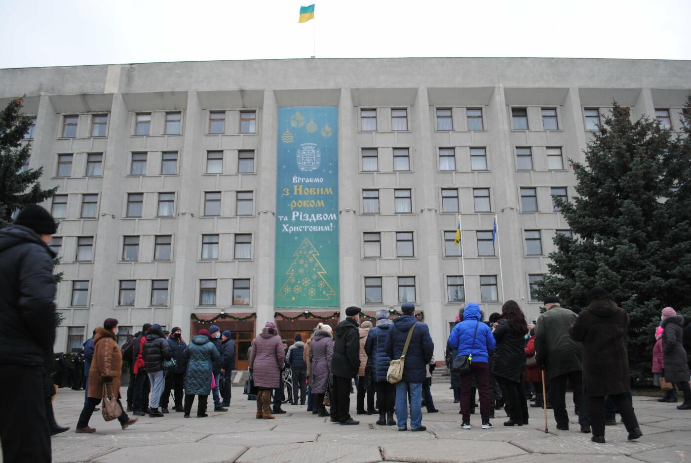У Полтаві кілька сотень людей вийшли під стіни Полтавської ОДА проти «тарифного геноциду» (ФОТО, ВІДЕО), фото-1