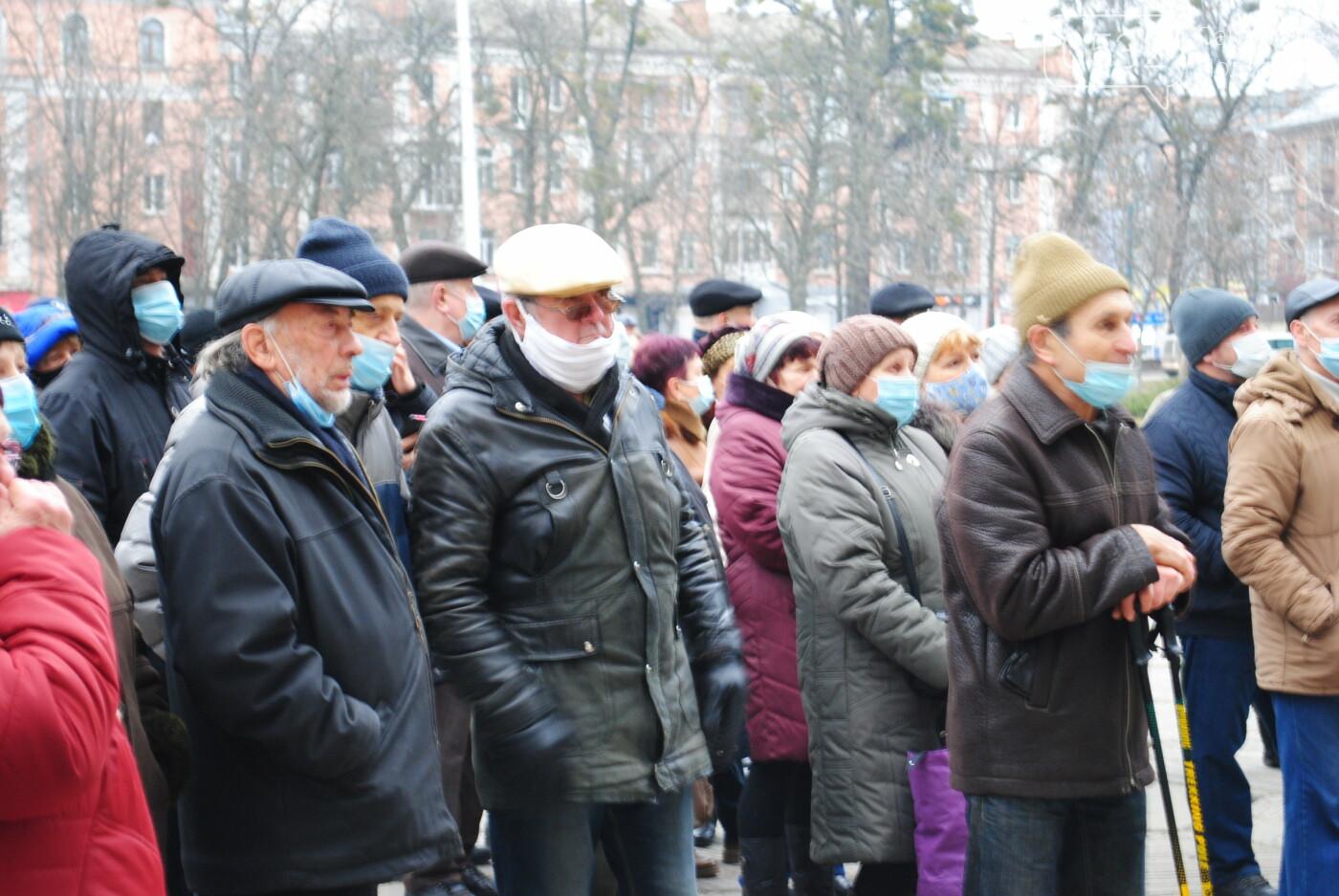 У Полтаві кілька сотень людей вийшли під стіни Полтавської ОДА проти «тарифного геноциду» (ФОТО, ВІДЕО), фото-4