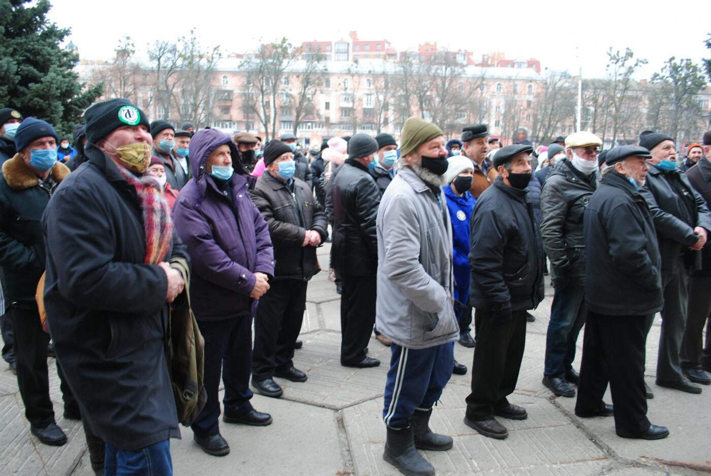 У Полтаві кілька сотень людей вийшли під стіни Полтавської ОДА проти «тарифного геноциду» (ФОТО, ВІДЕО), фото-3