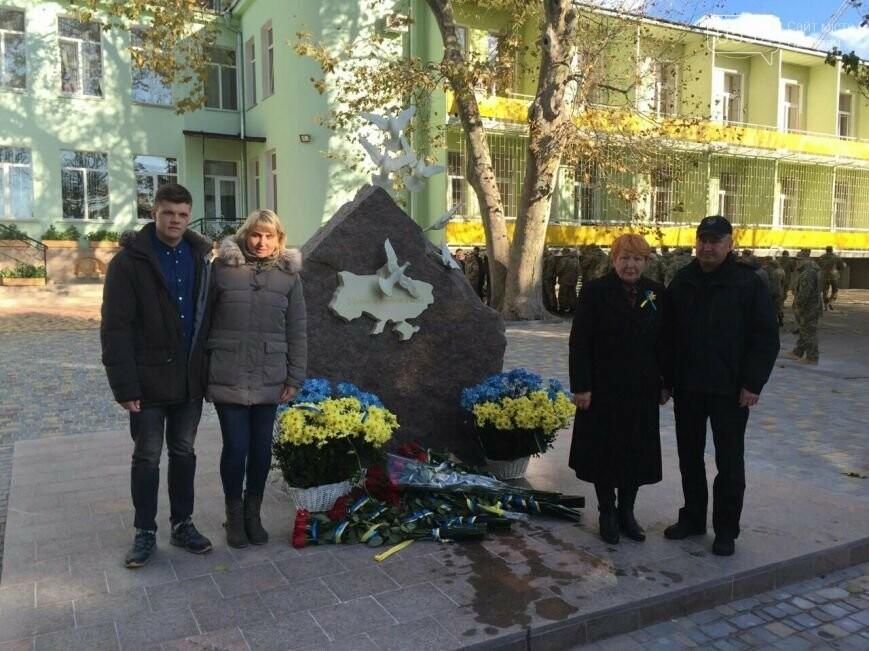 ВОдессе открыли монумент погибшему вСлавянске сотруднику СБУ