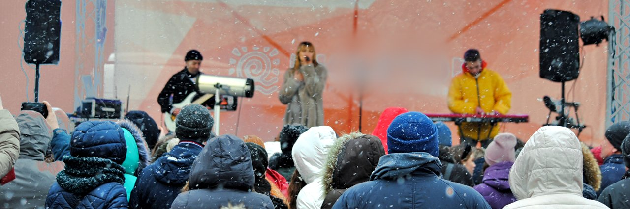 У Полтаві на 8 березня під снігом заспівала Tayanna